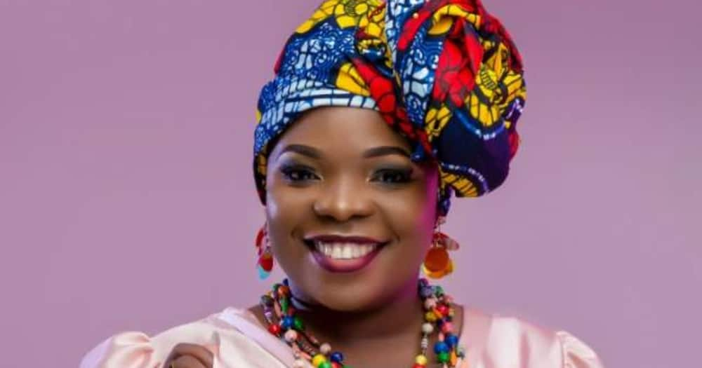 Amelia Nambala: Ugandan singer arrested with 48 passports