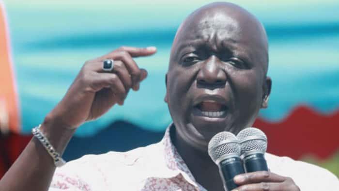 Waombolezaji Waliotaka Kuuona Mwili wa Jakoyo Midiwo Watawanywa kwa Vitoa Machozi
