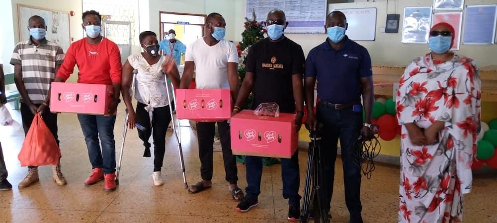 Eldoret journalist takes apples to hospitalised children in celebration of Christmas