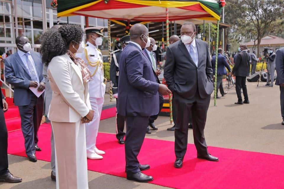 Rais Uhuru ampongeza Matiang'i kwa kumaliza 'simu za kamiti'