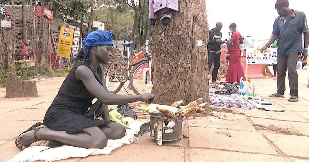 Shenzi sana: Sasa mwalimu kuuza mahindi kwa sababu ya umaskini jamani haingii akilini!