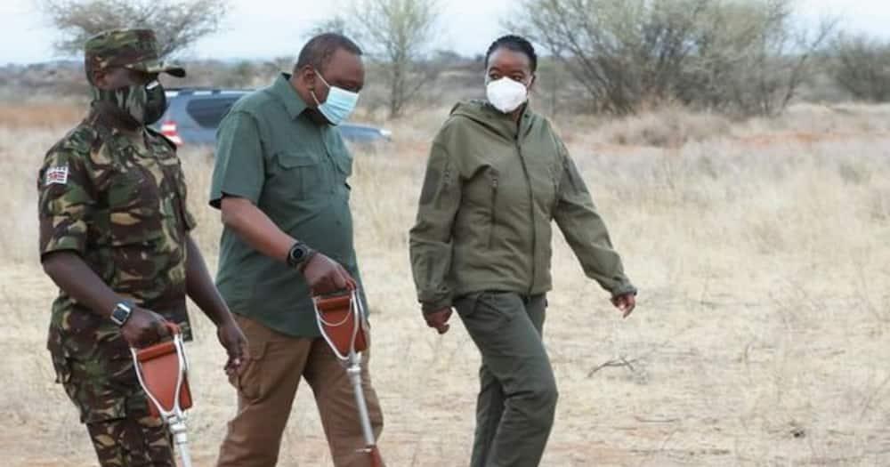 Uhuru visits KDF troops in Samburu training areas, praises their excellent work