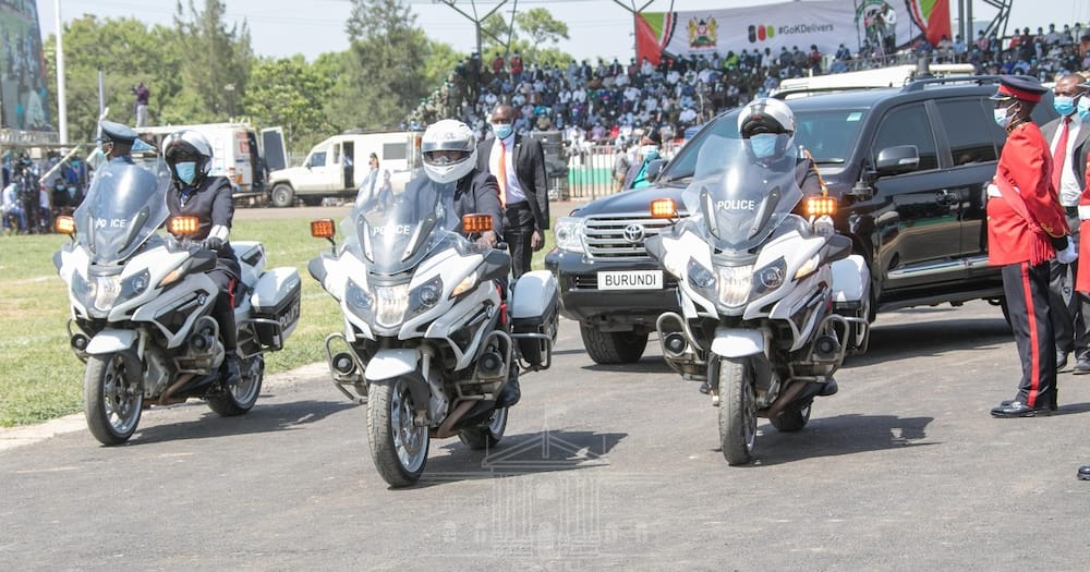 Kisumu Residents Force Police to Disperse them as They Attempted to Escort Uhuru's Convoy
