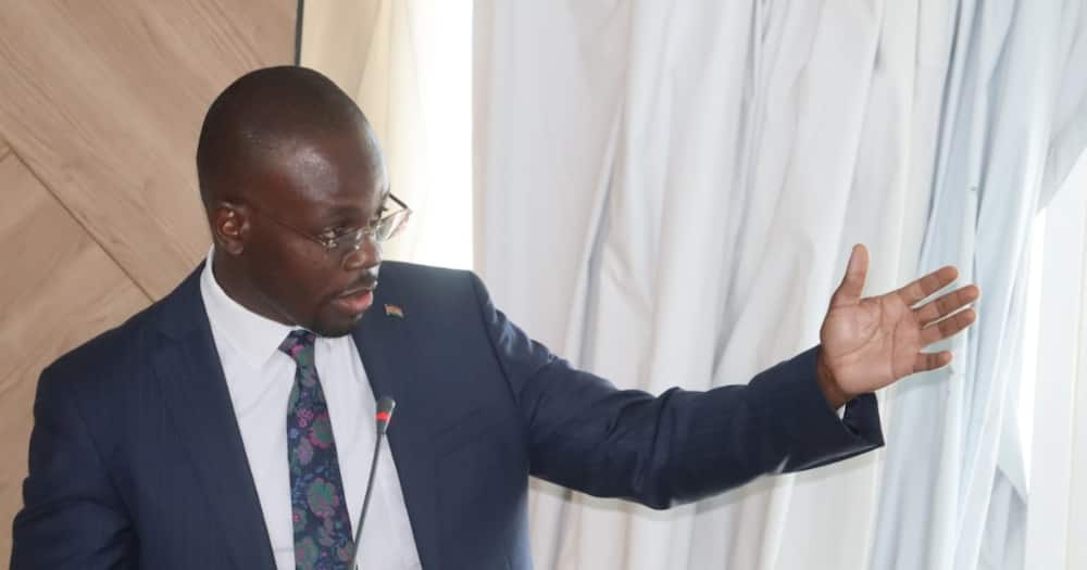 There are handshake enemies in Raila's camp, Moses Kajwang confesses.