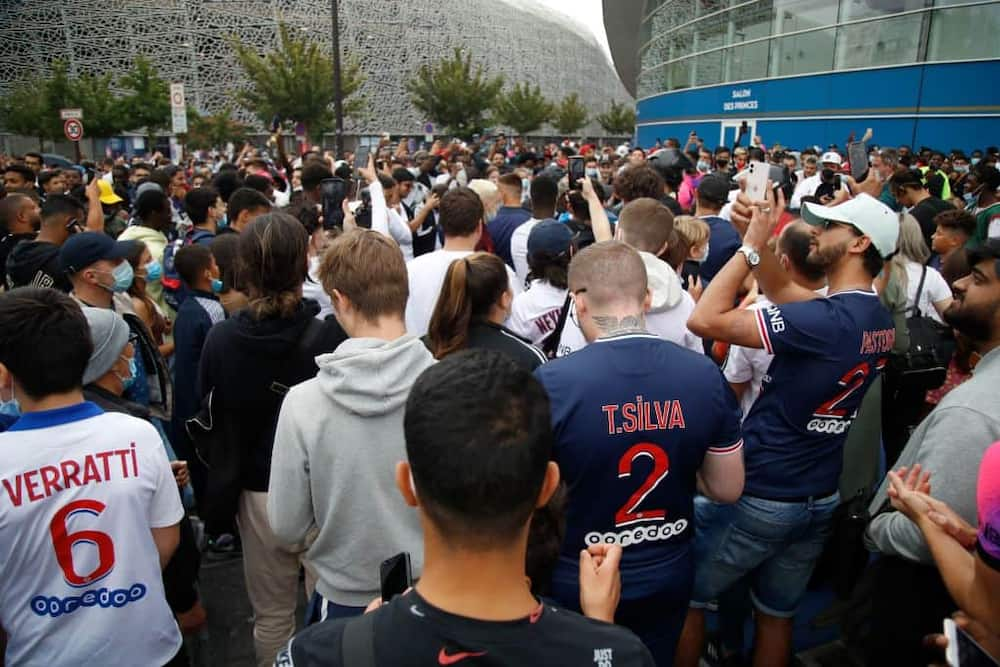 PSG fans awaiting Lionel Messi's arrival earlier this week. Photo by Zakaria ABDELKAFI / AFP.