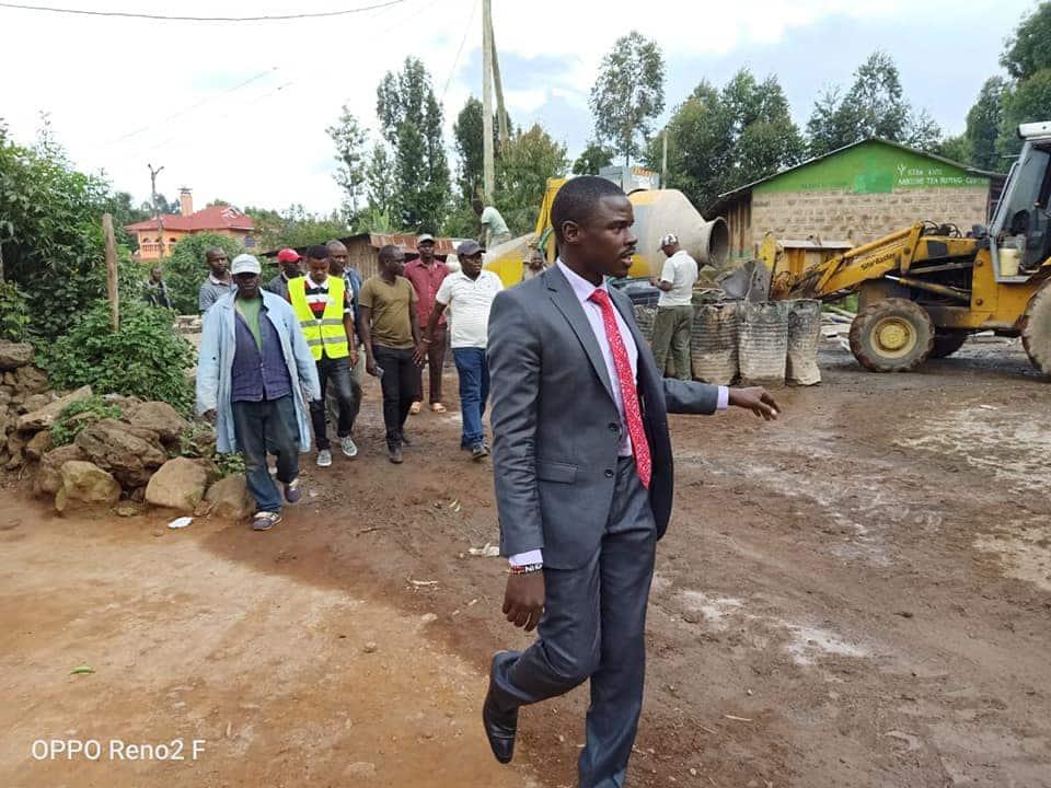 Mbunge Paul Mwirigi akimbilia usalama wake huku polisi wakifyatua risasi hewani