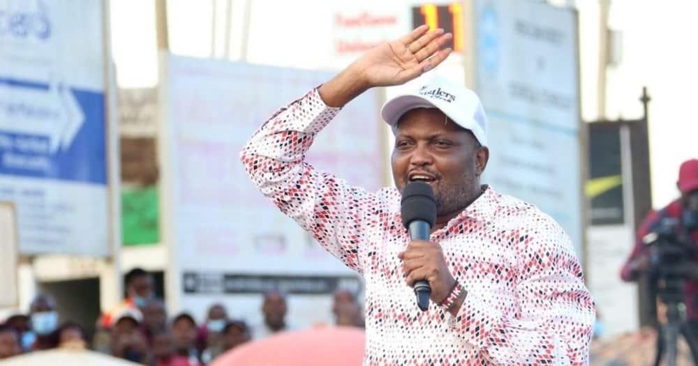 Hesabu ya macho: Rais Uhuru hawezi kumuachia Raila kiti, Moses Kuria asema