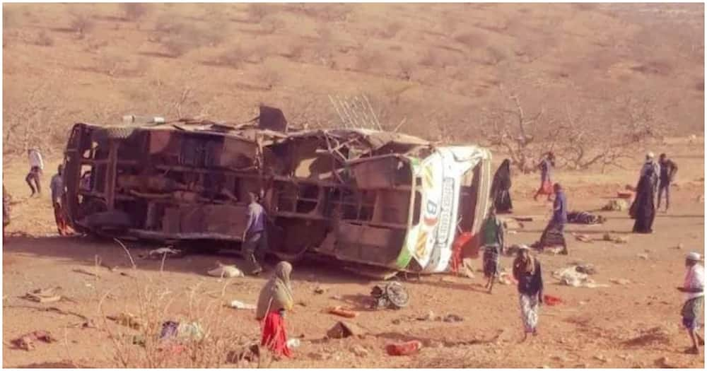 Photos taken from the scene showed the wreckage of the overturned bus with its roof ripped off as a result of the impact. Photo: Mandera Watch.