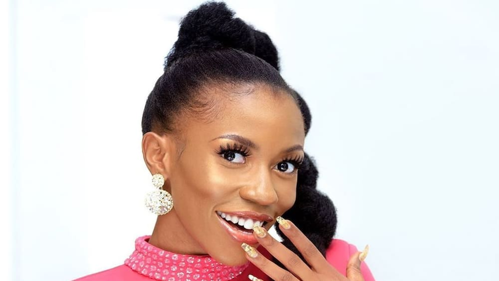 Singer Vinka shares cute photos of her introduction ceremony on Instagram