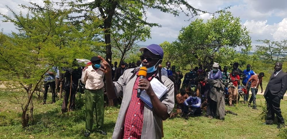 Governor Lonyangapuo leads West Pokot residents to return cattle stolen from Uganda