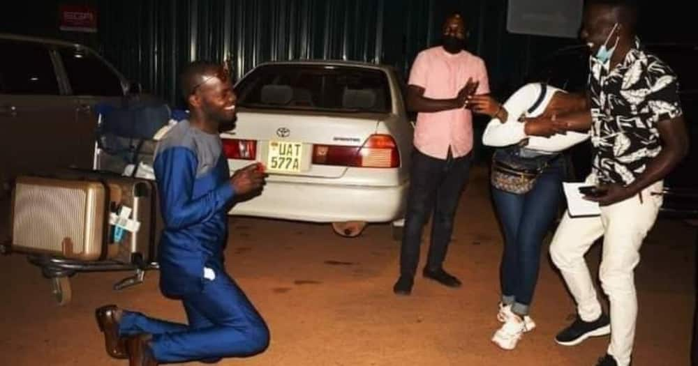 Romantic Man Suprises Girlfriend with Proposal at Airport upon Her Return from Saudi Arabia
