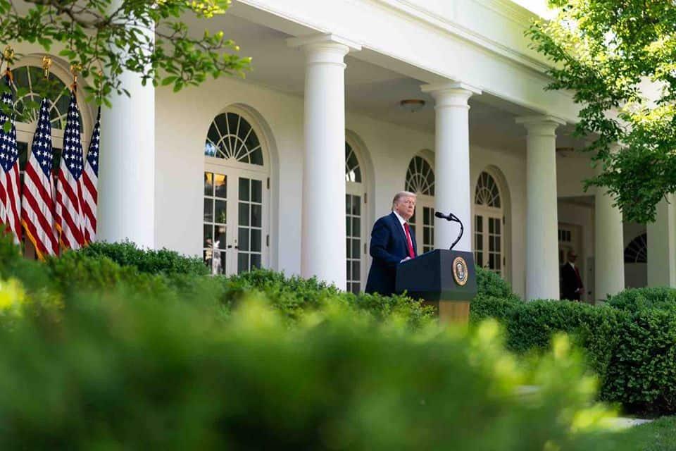 White House under investigation over potential presidential pardon bribery