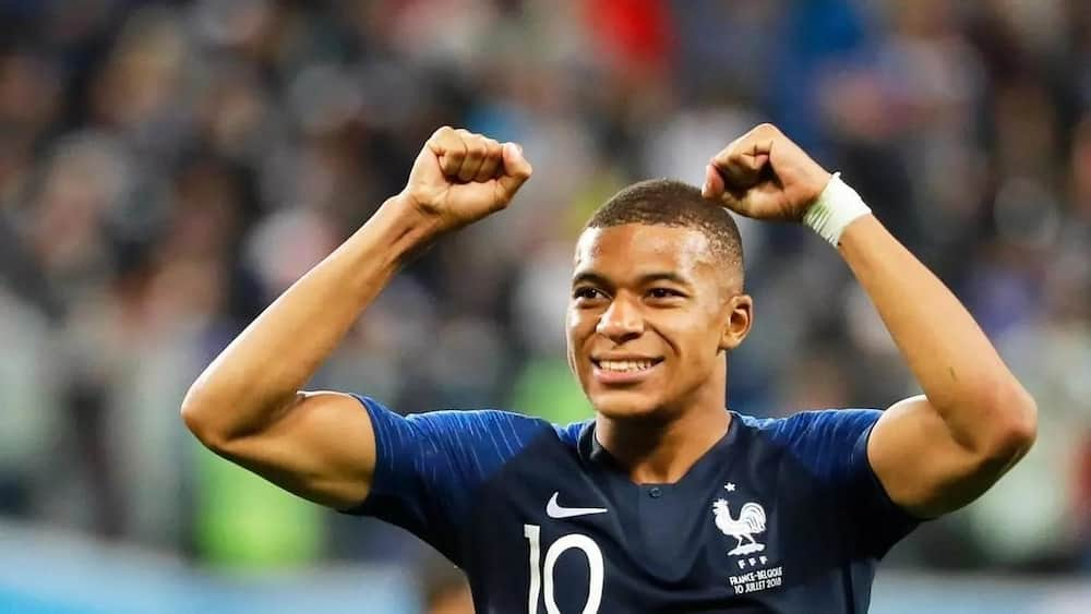 Kylian Mbappe hands Real Madrid big blow after committing future to PSG