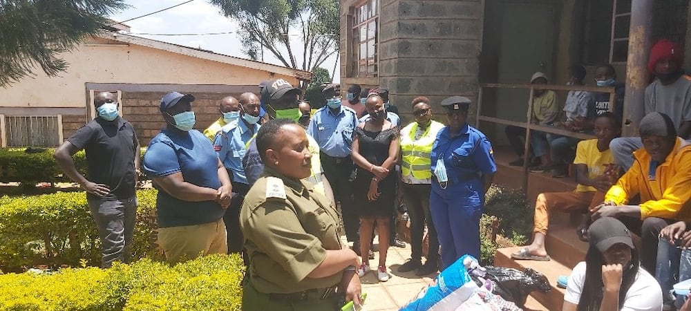 Kind police officers donate foodstuff, clothes to children's home during charity drive