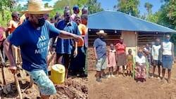 Mbunge Otiende Amollo Umkarabatia Bibi Nyumba, Aweka Kuta na Paa la Mabati
