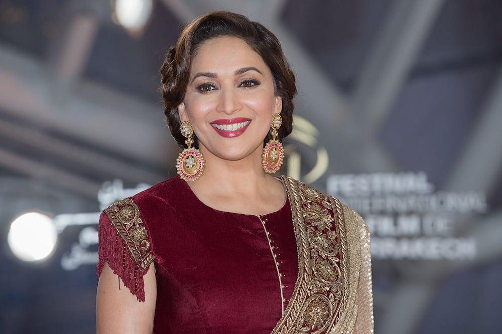 Female dancers in Bollywood