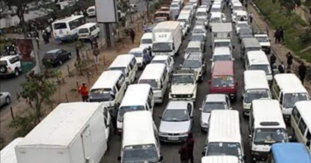 Vehicles in Mombasa Road. Photo:@jobjb.