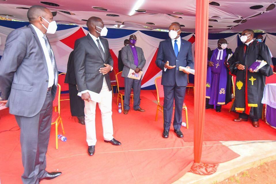 DP Ruto akosa kiti baada ya kufika mazishi ya askofu amechelewa