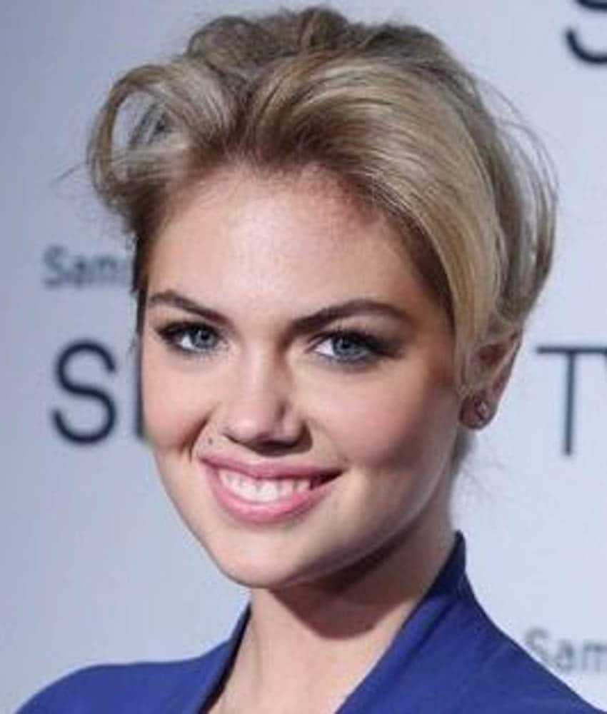 hairstyles for small foreheads