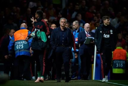 Liverpool fans send Man United chiefs sensational message on Mourinho after defeat at Anfield