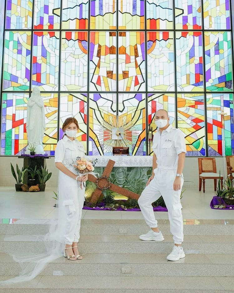 PPE wedding gowns: Lovebirds get married in matching white PPEs