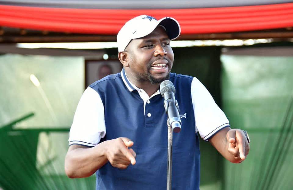 Murkomen arejelea siasa za babake Uhuru na ugatuzi