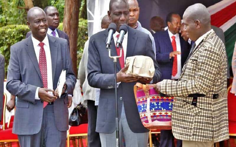 Unafaa Kuwa Jela, Raila Amlipua DP Ruto Wakati wa Mazishi ya Kalembe
