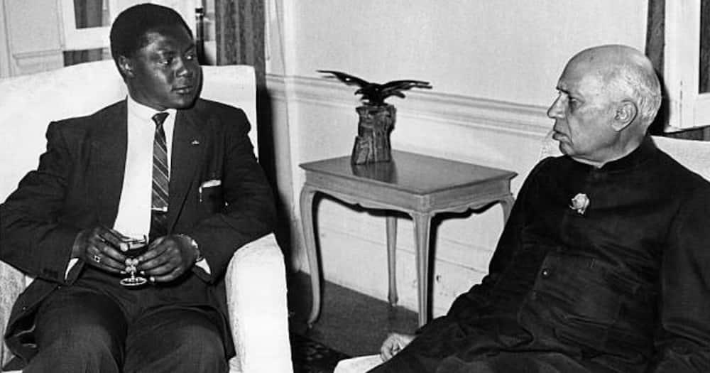 Tom Mboya (l), meeting Indian Prime Minister, Pandit Jawaharlal Nehru (r).