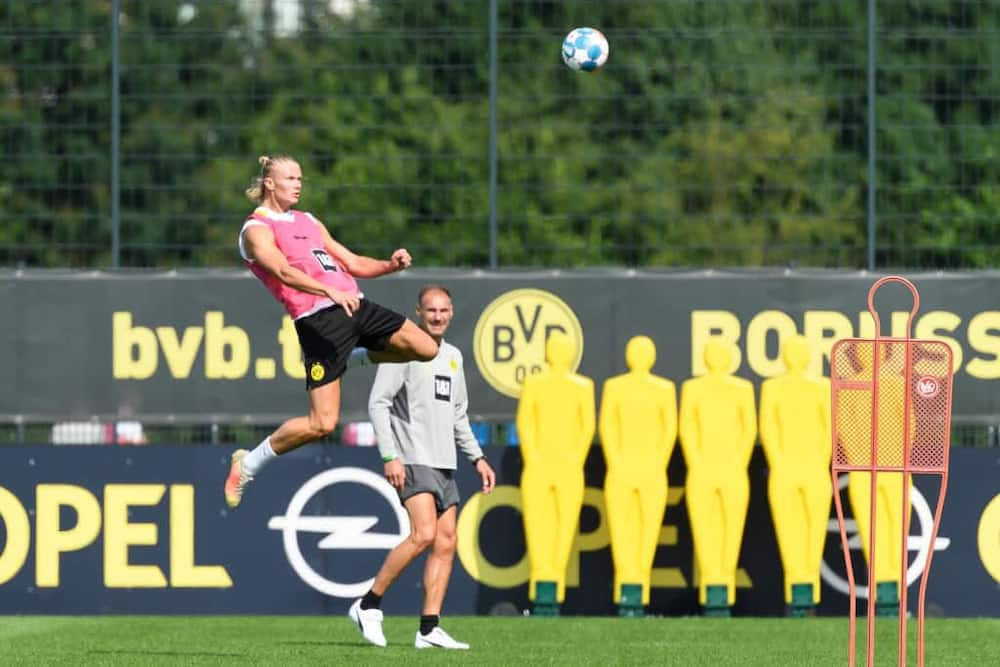 Erling Haaland showing incredible skills during Borussia Dortmund's training. Photo by Mario Hommes/DeFodi Images.