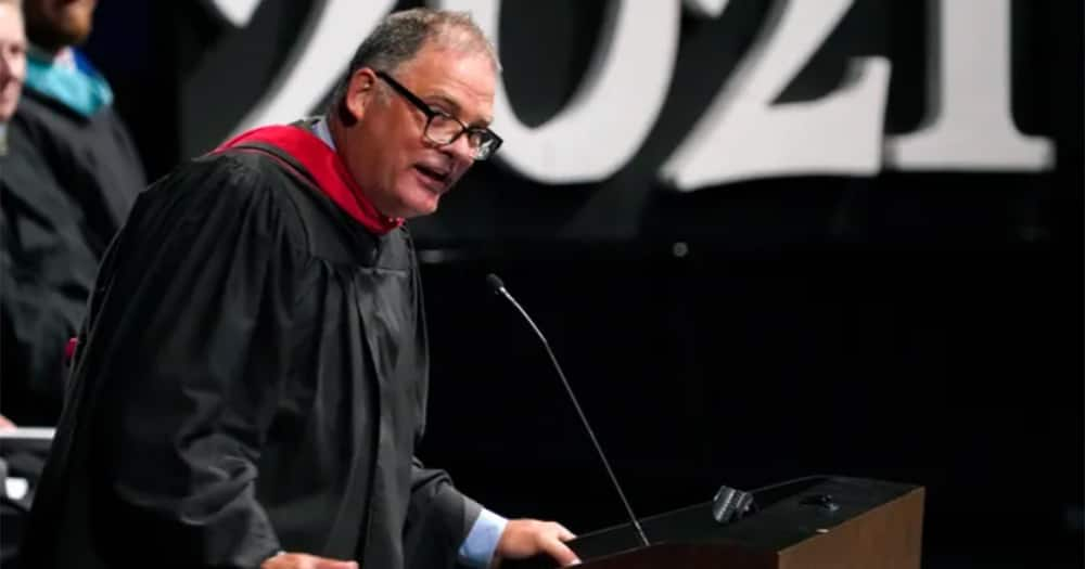 Kind Principal Spends Months Crafting Personal Farewell Notes for 459 Graduates