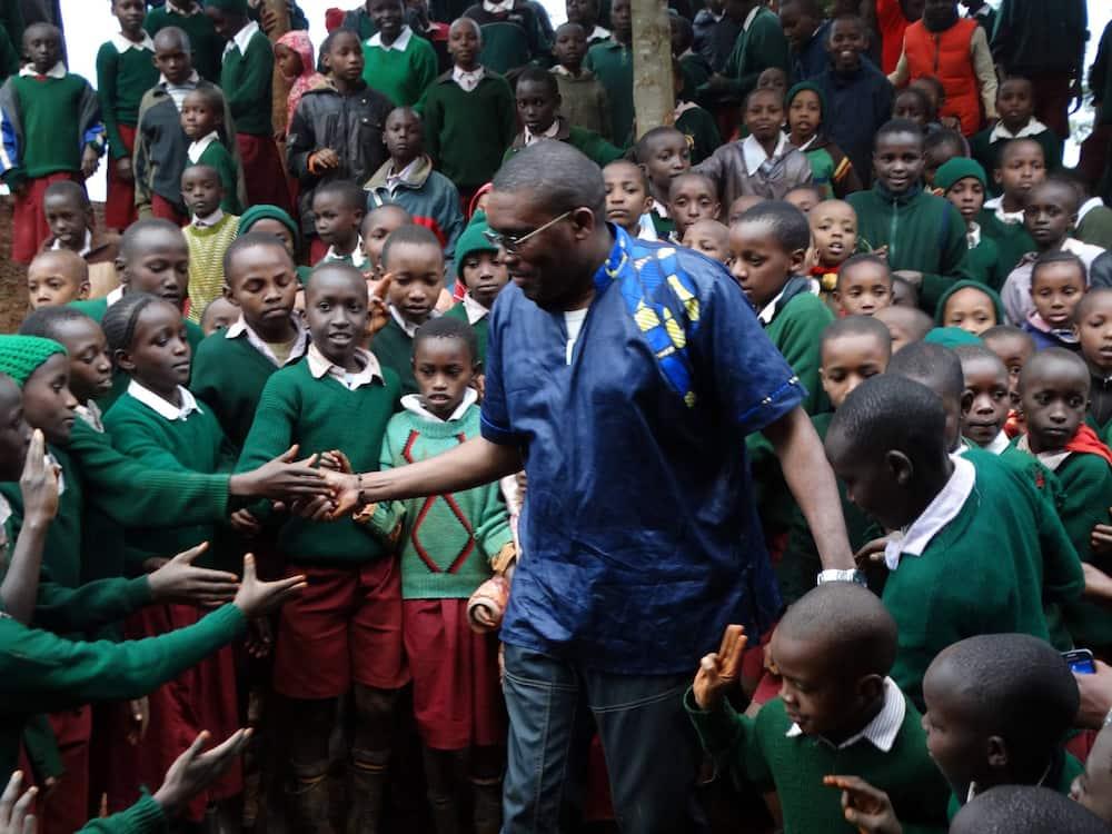 Kabando Wa Kabando interacting with primary school pupils.