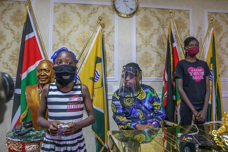 Msichana aliyetengeneza maski na kupeana bure Huruma apokea zawadi nono kutoka kwa Sonko