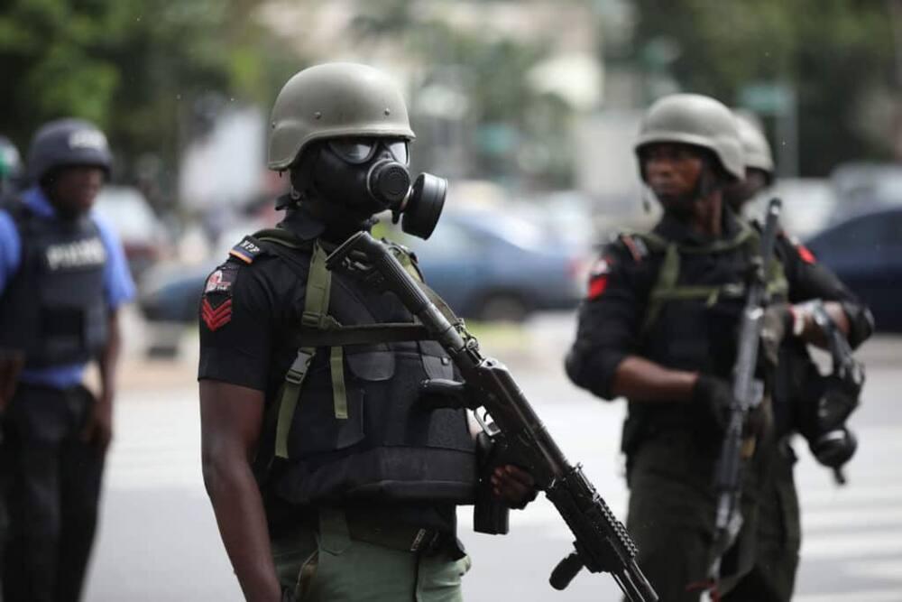 Nigeria security officers. Photo: Kola Sulaimon.