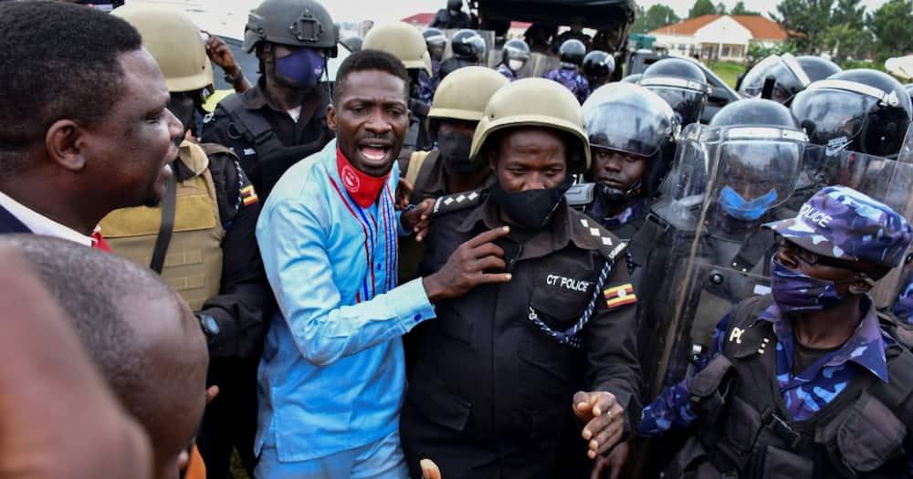 Mzee ameingiwa na wasiwasi, Bobi Wine asema