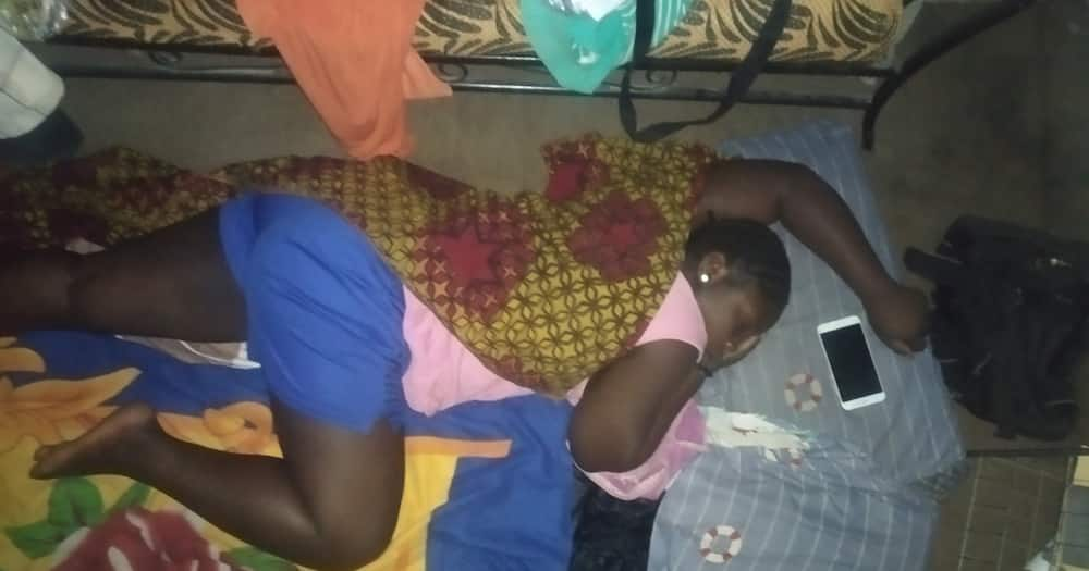 Man Moved to Tears after Girlfriend Accepts to Visit His Humble House, Sleep on Floor