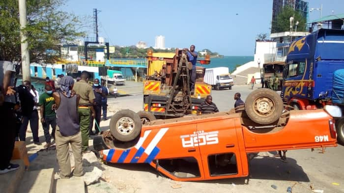 Mombasa: Vehicle overturns at Likoni Channel hours after truck plunged into Indian Ocean