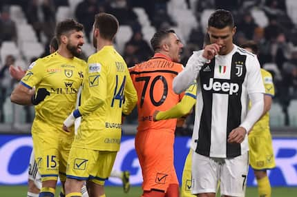 Ronaldo misses from the spot as Juventus sink Chievo 3-0 to maintain unbeaten run