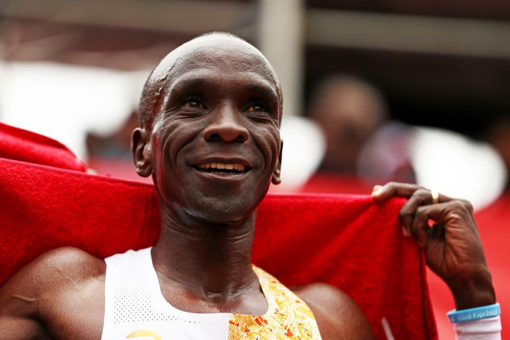 Rais Uhuru Kenyatta ampigia simu Eliud Kipchoge akijiandaa kushiriki INEOS 1:59 challenge
