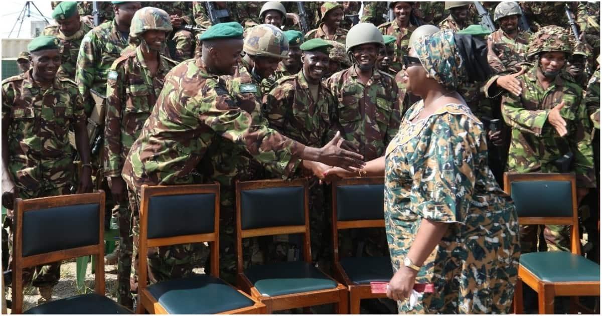 Vikosi vya KDF nchini Somalia vyatembelewa na Waziri, awapa salamu za heri njema