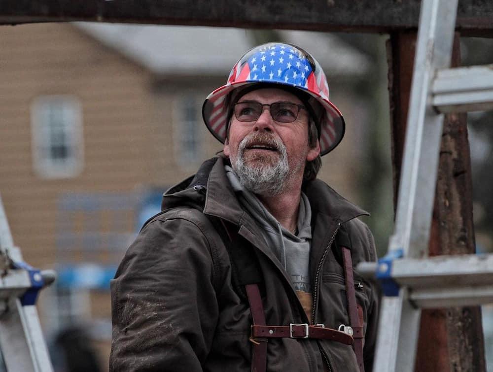 Barnwood builders cast