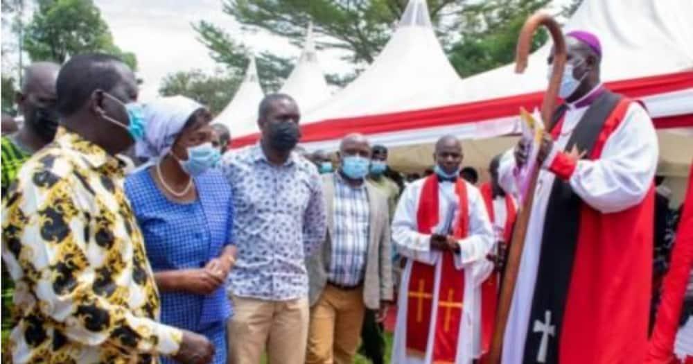 Askofu Sapit Awazuia Raila, Mudavadi Kuzungumza Katika Hafla ya Kanisa
