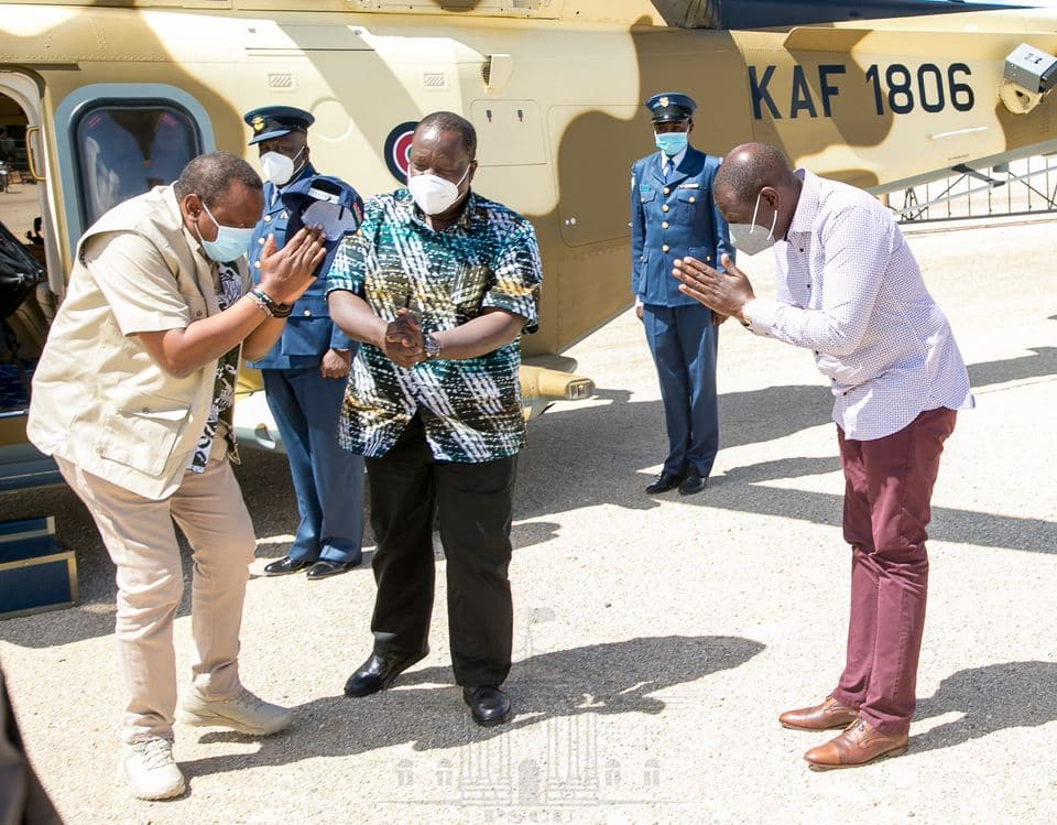 Matiang'i recieves Uhuru in Tsavo for 2-day Cabinet retreat as Ruto looks on