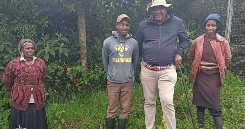 Mzee wa Nyumba Kumi: Rais Uhuru Aingia Kijijini na Kujumuika na Wakazi