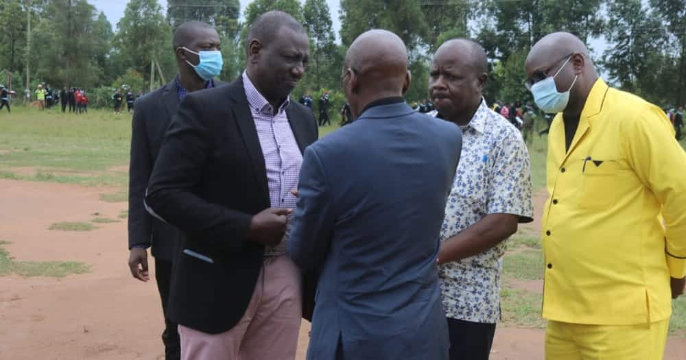 William Ruto Gifts St Anthony Kakoi Secondary School Principal KSh 100,000 to Buy Bread for Students