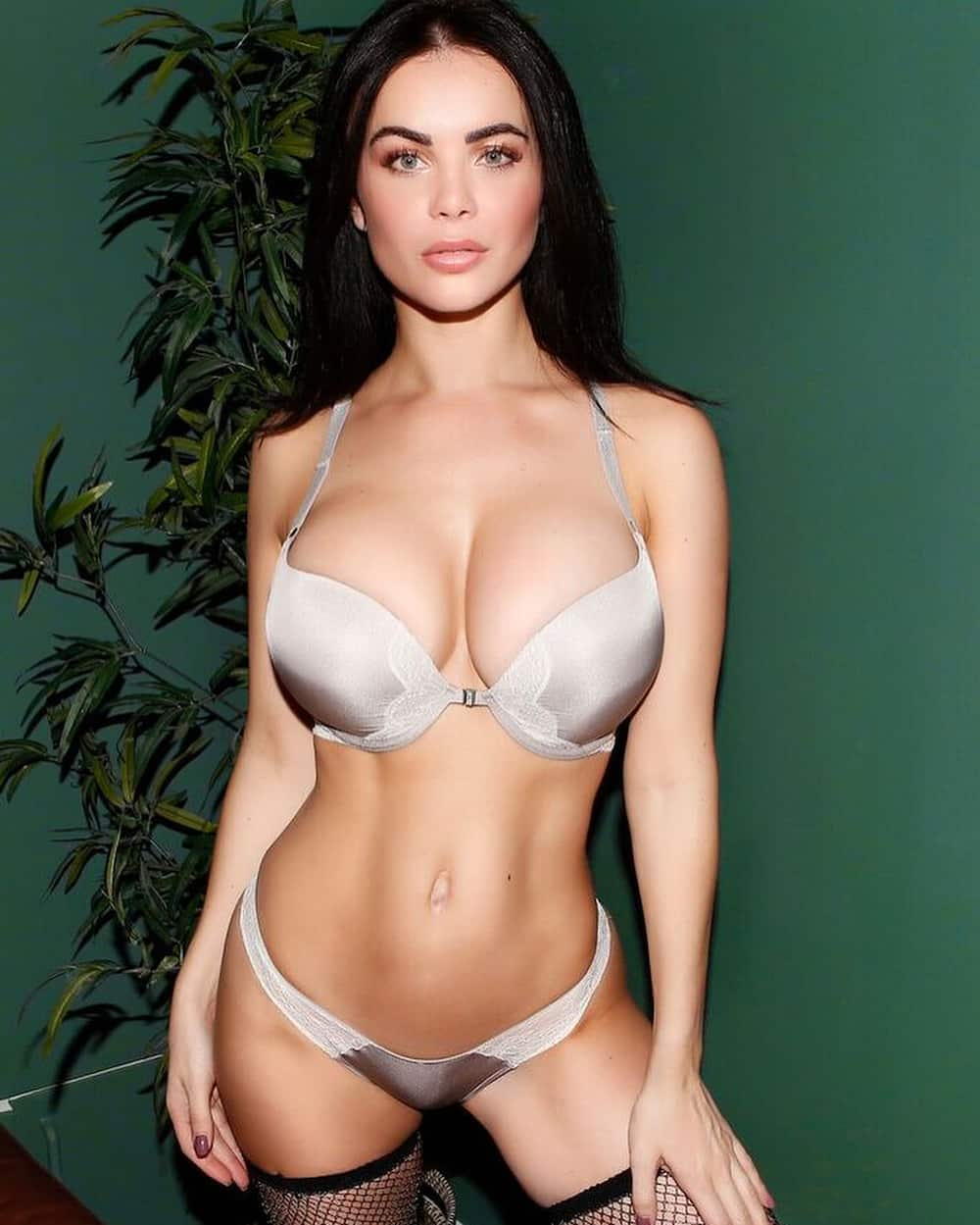 Emma Glover: 10 facts about the Instagram model