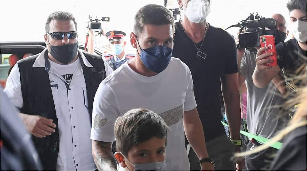 Lionel Messi on his way to France to complete PSG switch. Photo: GOAL.