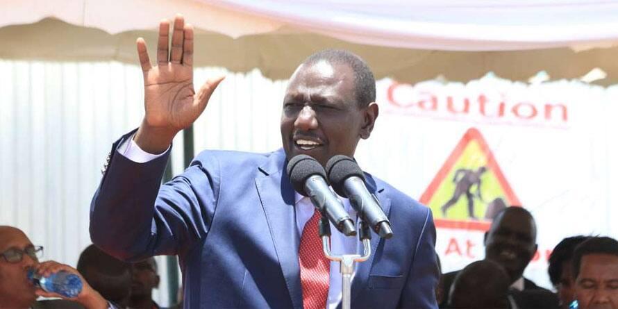 Barikiwa sana kijana: DP Ruto apokea baraka kutoka kwa bi kizee mazishini Gatundu