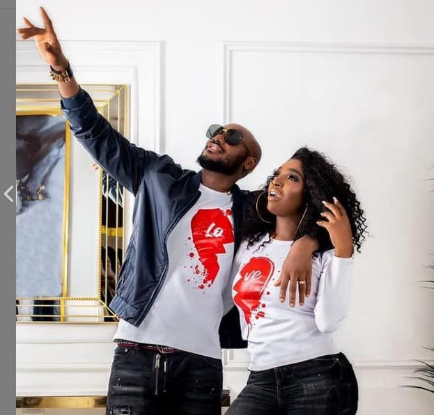Adorable video of 2face Idibia holding wife's shoes at an award's ceremony goes viral