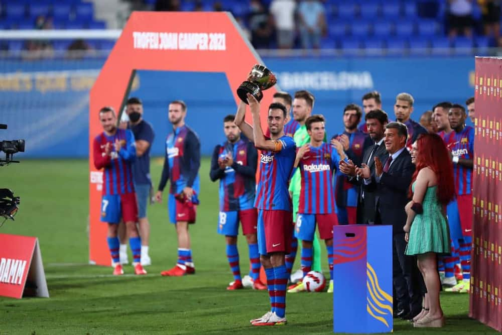 Sergio Busquests lifting Barcelona's first trophy after Lionel Messi's era following a 3-0 triumph over Juventus at Camp Nou. Photo by Sportinfoto/DeFodi Images.