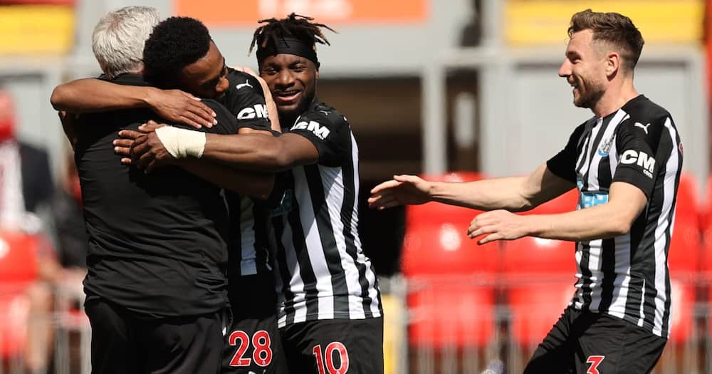 Liverpool 1-1 Newcastle:Joe Willock scores 95th minute equaliser to dent Reds' top four hopes